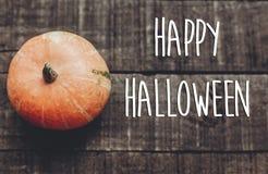 Счастливый знак текста хеллоуина, поздравительная открытка простое изображение падения плоское Стоковые Изображения RF