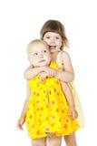 Счастливый изолированный обнимать малышей стоковое фото