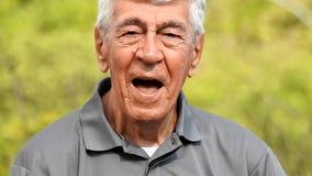 Счастливый испанский старший человек сток-видео