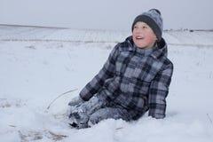 Счастливый мальчик в снежке Стоковые Фото