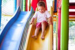 Счастливый мальчик на скольжении Стоковое Изображение RF