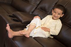 Счастливый мальчик с традиционным южным индийским платьем Стоковое фото RF