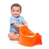 Счастливый мальчик с potty Стоковая Фотография RF