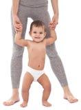 Счастливый младенец пробуя сделать первые шаги Стоковые Фото