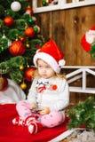 Счастливый мобильный телефон игры ребёнка santa Стоковые Изображения