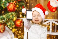 Счастливый мобильный телефон игры ребёнка santa Стоковые Фотографии RF