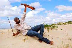 счастливый музыкант успешный стоковое изображение
