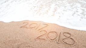 Счастливый Новый Год 2018 приходит и заменяет концепцию 2017 стоковое изображение rf