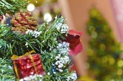 Счастливый Новый Год, с Рождеством Христовым украшения рождества, накаляя электрическая лампочка Стоковые Изображения