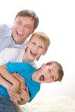 Счастливый папа с 2 дет Стоковые Изображения RF