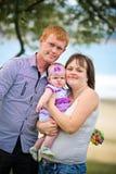 Счастливый представлять семьи Стоковая Фотография
