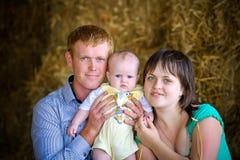 Счастливый представлять семьи Стоковые Изображения RF