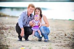 Счастливый представлять семьи Стоковое Изображение RF