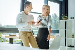 Счастливый радостный смеяться над коллег Стоковое Изображение RF