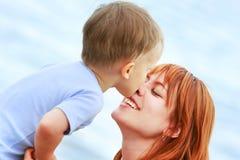 счастливый сынок мати Стоковая Фотография