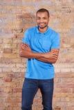 Счастливый человек в футболке Стоковые Изображения