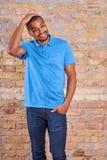 Счастливый человек в футболке Стоковые Фотографии RF