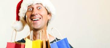 Счастливый человек рождества Санта с хозяйственными сумками, изолированными на белой предпосылке Концепция праздников, рождества, стоковое фото rf