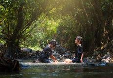 Счастье девушки на природе воды Стоковое Изображение RF