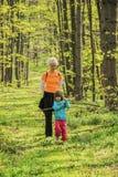 счастье ребенка ее мать Стоковое фото RF