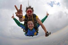Счастье тандема Skydiving стоковые фотографии rf