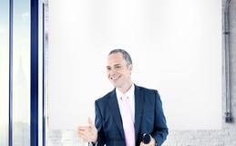 Счастье успеха исполнительных устремленностей бизнесмена профессиональное Стоковое Изображение