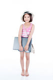 Счастливая азиатская девушка держа компьтер-книжку стоковые изображения rf