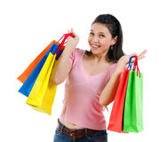 Счастливая азиатская женщина покупок Стоковая Фотография RF