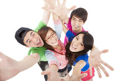 Счастливая молодая группа имея потеху Стоковая Фотография