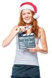 Счастливая актриса с кино загонщика на белой предпосылке Стоковая Фотография
