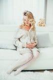 счастливая беременная женщина Стоковое Изображение RF