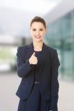 Счастливая бизнес-леди с большим пальцем руки вверх Стоковые Изображения