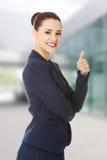Счастливая бизнес-леди с большим пальцем руки вверх Стоковые Фото