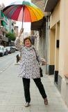 Счастливая возмужалая женщина в осени стоковая фотография