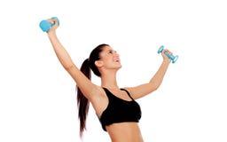 Счастливая девушка брюнет тонизируя мышцы стоковая фотография rf