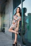 Счастливая девушка в городе Стоковое фото RF