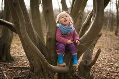 Счастливая девушка в древесине Стоковая Фотография RF