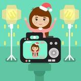 Счастливая девушка в шляпе рождества сфотографирована в студии плоско иллюстрация вектора