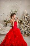 Счастливая девушка в confetti Стоковое Фото