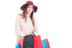 Счастливая девушка модельная наслаждающся ее отдыхом и делающ покупки стоковые изображения rf
