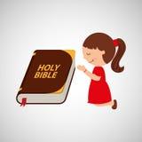 счастливая девушка моля с большим дизайном значка библии Стоковые Фотографии RF