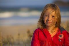 Счастливая девушка на пляже Стоковое фото RF
