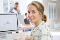 Счастливая девушка студента в классе Стоковая Фотография RF