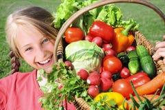 Счастливая девушка с овощами Стоковая Фотография