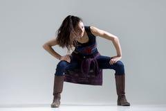 Счастливая девушка танцора в движении стоковая фотография rf