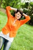 Счастливая женщина в оранжевой куртке стоковое изображение rf