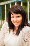 Счастливая женщина в свитере стоковое изображение rf