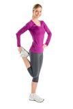 Счастливая женщина делая протягивающ тренировку Стоковое Изображение