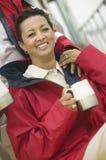 Счастливая женщина имея кофе Стоковая Фотография RF