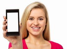 Счастливая женщина показывая умный телефон стоковая фотография rf